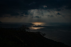 It's out There Somewhere (Errol_S) Tags: hawaii oahu leica sunrays 35mmsummiluxasphfle clouds diamondhead landscapes breath taking breathtakinglandscapes usa