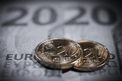 2020 (Karsten Gieselmann) Tags: 1240mmf28 colorkey dof em1markii geld mzuiko makro microfourthirds münze olympus schein schärfentiefe smileonsaturday coin kgiesel m43 macro mft money note 2020