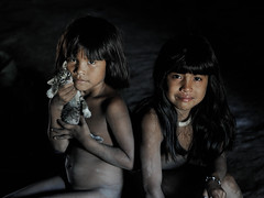 Yawalapiti (pguiraud) Tags: yawalapiti serge guiraud parc du xingu parque do indiens amérindiens indios enfants portrait brésil brasil brazil mato grosso amazonie amazonia amazone amazon chats ethnies ethnic people word