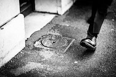 Pas d'Homme. (LACPIXEL) Tags: pas paso step homme man hombre rue street calle noiretblanc blancoynegro blackandwhite sony photographederue trottoir humain human humano flickr lacpixel saintgermainenlaye france