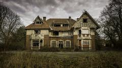 Chez Madeleine (musette thierry) Tags: urbex villa maison manoir musette thierry d800 nikon urbain explorationurbaine