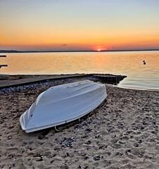 Off season 2019 (gregor_kampus) Tags: znówprzyjdziemaj dolatatakdłużysięczas łódka zachódsłońca koniecsezonu охужетазима❄ auringonlasku ranta hiekkaranta vene beach lake boat sunset plaża nad jeziorem jezioro