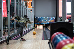 Bowling (fcordoba.fotografia) Tags: bowling gibraltar 50mm bokeh nikon nikond750 bolera bolos chico boy hombre man male guy maleportrait
