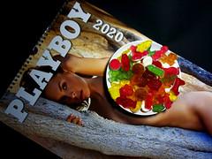 Kalender 2020 (ingrid eulenfan) Tags: smileonsaturday text kalender calendar jahr 2020 fruchtgummi gummibärchen sweetness sweets süsigkeiten süs playboy sweetsformysweet