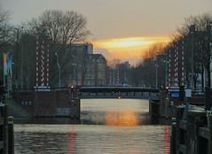 If I didn't live in Amsterdam, I'd go there on vacation. (~Ingeborg~) Tags: meinge amsterdam nieuweherengracht walk goingoutwithfrank photowalk amstel bridge redwhite sunset delatjesbrug annefrankstraat clouds