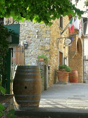 Panzano in Chianti (FloDL) Tags: italia italie italy toscane tuscany siena sienne chianti village province charming futdechêne oakbarrel trattoria panzanoinchianti restaurant