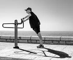 Ejercicio II (Bart van Hofwegen) Tags: exercise fit fitness sport sports gym gymnasium man street streetphotography city citystreet citylife urban urbanphotography urbanlife monochrome blackandwhite málaga malaga