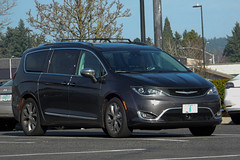 2018 Chrysler Pacifica (mlokren) Tags: pictures car oregon photography photo pacific northwest photos pics picture pic pnw spotting 2019 pacnw usa outdoors automobile outdoor automotive vehicles transportation vehicle chrysler mopar automobiles psa fca 2018 vehicular gray van minivan pacifica