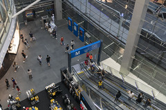 Terminal 21 (Sukhumvit) (MSM_K_JP) Tags: sony a6500 zeiss touit touit1832 planar bangkok thailand sukhumvit escalator people