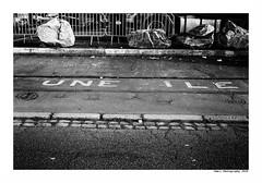 """""""Dans Les Traces Du Poulpe Ou Pour L'Attendrir Faut Taper Dessus... 15"""" (TBWLC Photography) Tags: fdrouet tbwlc nb bw monochrome street saintnazaire penhoët nikon d750"""