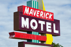Maverick Motel (dangr.dave) Tags: chickasha musclecarranch ok oklahoma architecture downtown historic neon neonsign maverickmotel