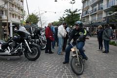 arrivée remarquée (L.la) Tags: 66 argelessurmer argeles roussillon pyrénéesorientales france europe eu 2019 laurentlopez lla mob mobylette grandangle wideangle canon canon100d canoneos canoneos100d eos100d eos biker bikers harley harleydavidson