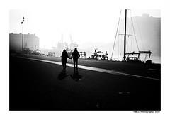 """""""Dans Les Traces Du Poulpe Ou Pour L'Attendrir Faut Taper Dessus... 16"""" (TBWLC Photography) Tags: fdrouet tbwlc nb bw monochrome street saintnazaire penhoët couple nikon d750"""