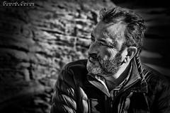 Fernando (alanchanflor) Tags: canon portrait retrato bw bn persona exterior hombre