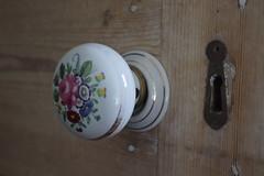 Anglų lietuvių žodynas. Žodis doorknob reiškia n rutuliuko pavidalo durų rankena lietuviškai.