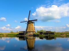 DSCN0887 (alainazer) Tags: kinderdijk nederland paysbas holland hollande moulin mulino moinhos mühlen mills windmill eau acqua water ciel cielo sky