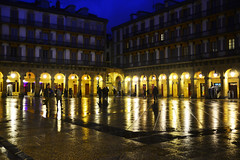 plaza de la constitucion (gabrielg761) Tags: donosti san sebastian parte vieja reflejos noche nocturno color lluvia