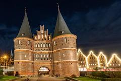 Holstentor Lübeck (andreasscharr) Tags: canon canon5dmarkiv lübeck historisch history tor blauestunde germany geschichte deutschland denkmal architectur architecture ef1635f4lisusm