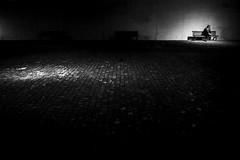 Lisboa (Hendrik Lohmann) Tags: streetphotography street strassenfotografie strase night nightshot nikonphotographer nikondf menschen monochrome minimalism urban urbanphotography urbanlife urbannights blackandwhite bnw bw lisboa lissabon people portugal