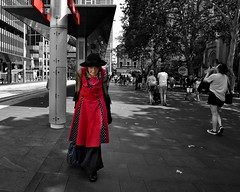 lady in red (gro57074@bigpond.net.au) Tags: woman lady pbwa stphotographia newyear'seve december2019 ladyinred f80 d850 nikon 2470mmf28 tamron guyclift city cbd townhall sydney street streetphotography selectivecolour selectivecolor spotcolour spotcolor