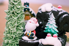 Christmas cake (lucadimarzo) Tags: canon 100d 50mm italy rome cake food santa claus christmas night holiday green chocolate party stilllife