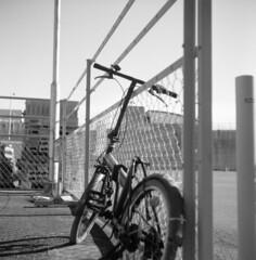 IMG_20200103_0004 (Dinasty_Oomae) Tags: ricohflexnewdia ricohflex リコーフレックスニューダイヤ リコーフレックス ricoh リコー 白黒写真 白黒 monochrome blackandwhite blackwhite bw outdoor 千葉県 千葉 chiba 船橋市 船橋 funabashi 自転車 bike bicycle