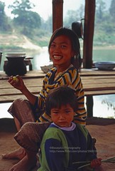Nong Khiaw, kids (blauepics) Tags: southeast asia südostasien laos lao nambak nong khiaw village dorf kids children kinder boys jungs girls mädchen faces gesichter young jung smile smiling lachen
