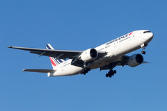 CDG - Boeing 777-228ER (F-GSPS) Air France (Shooting Flight) Tags: aéropassion airport aircraft airlines aéroport aviation avions atterrissage approche approach canon cdg natw landing lfpg 6d photography photos passage parisroissycharlesdegaulle paris boeing 777 777228er b777 b777228er triple7 fgsps airfrance msn32306