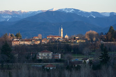 DSC_5353_5889. Borgo baciato dal sole al tramonto- Village kissed by the setting sun - (angelo appoloni) Tags: piemonte panorama montagne neve piccolo borgo luce del sole al tramonto piedmont landscape mountains snow small village sunset light
