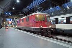 SBB Re 4/4 420 111 Zürich Hbf (daveymills37886) Tags: sbb re 44 420 111 zürich hbf 11111 baureihe