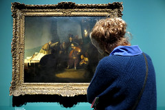 [looking at] (pienw) Tags: rembrandt art candid museum leiden