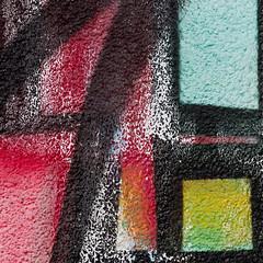 Das Runde im Eckigen (zeh.hah.es.) Tags: fassade façade facade kreis5 zurich zürich schweiz switzerland schwarz black red rot gelb yellow grün green gitter grid blau blue hellblau lightblue weiss white textur texture graffiti grafisch