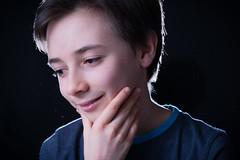 - Richard - (Frank Gautier) Tags: portrait studio enfants child children lunettes penseur visage nikon d800 85 mm fond noir bol beauté backlight 18