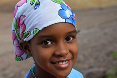 Portrait Cap vert _3980 (ichauvel) Tags: fillette littlegirl girl fille sourire smile portrait face assomada village rue street iledesantiago capvert caboverde jolie cute mignonne voyage travel yeux eyes afrique africa regarder looking