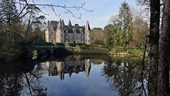 Le Château de Trédion   . . . (Daniel.35690) Tags: bretagne 2020 france morbihan reflets château trédion châteaudetrédion