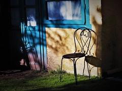 Siediti al sole. Abdica e sii re di te stesso (F. Pessoa) (ornella sartore) Tags: luce ombra porta finestra sedia colori particolari allaperto canon