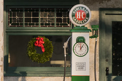 20-114cr (George Hamlin) Tags: virginia white post restored gasoline station sinclair oil company pump christmas holiday wreath green red window building globe dial photodecor george hamlin photography
