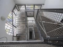 Treppenauge (lars_uhlig) Tags: iba 2019 apolda eiermannbau thüringen nps architecture factory interior fabrik modernism moderne architektur feuerlöscher treppenhaus eiermann treppe staircase