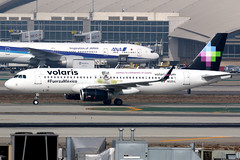 Volaris | Airbus A320-200 | N525VL | Los Angeles International (Dennis HKG) Tags: aircraft airplane airport plane planespotting canon 7d 100400 losangeles klax lax mexico volaris voi y4 n525vl airbus a320 airbusa320 sharklets