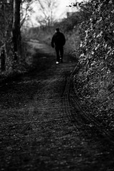 Le chemin. (LACPIXEL) Tags: chemin camino path way homme man hombre rue street calle nikon nikonfr flickr lacpixel