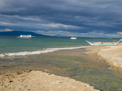 Puerto Galera-199 (walterkolkma) Tags: philippines mindoro island beach corals puertogalera whitebeach aninuan tamaraw banca outrigger boat ship sunny skies palm kolkma sony a7iii