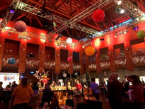 Reuze Ballonnen Theater aan de de Schie Schiedam