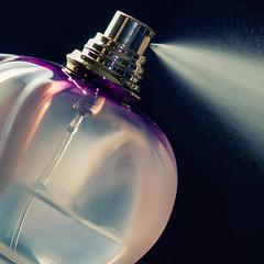 Poison (sdupimages) Tags: perfum parfum bottle flacon contained macromondays macro spray