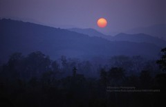 Muang Xai, Sunset (blauepics) Tags: southeast asia südostasien laos lao nambak muang city stadt mountains berge landscape landschaft limestone kalkstein village dorf sunset sun sonne sonnenuntergang layers lagen xai