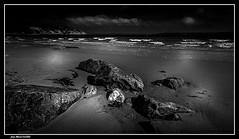 Pensée Monochrome..... (jmfaure29) Tags: jmfaure29 canon ciel clouds nature nuages nb monochrome finistère bretagne beach rochers paysage plage sigma sky seascape sea