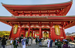 Slow Day at Sensō-ji ... (Don's PhotoStream) Tags: donsphotostream colorful nikon buddhist thehōzōmongate japan 1100secf50 iso100 gate sensōji 14mm temple shrine