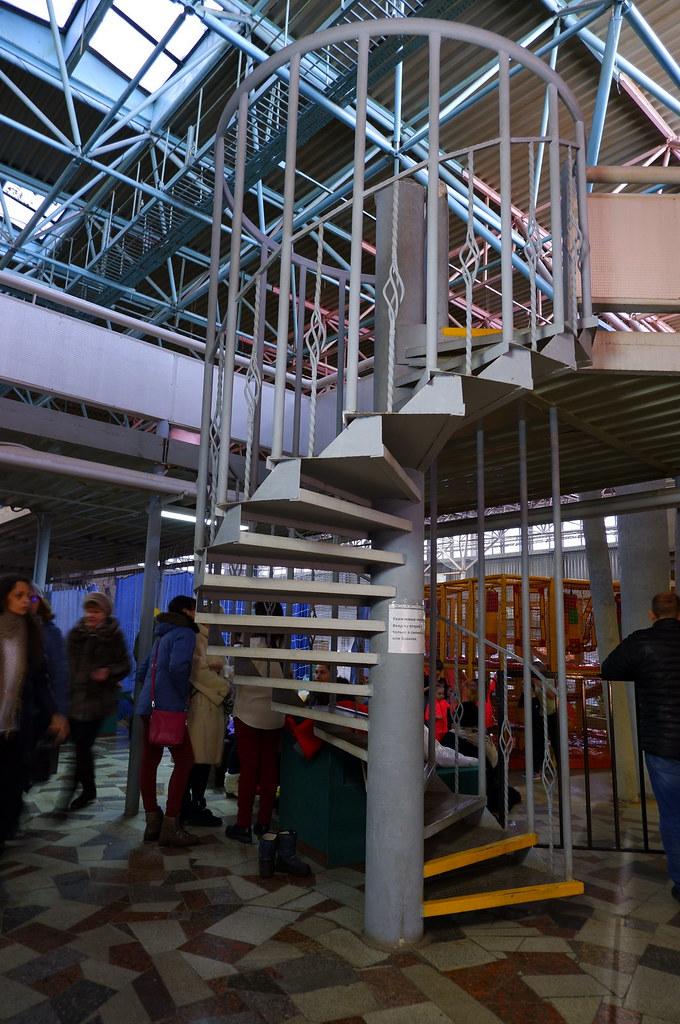 фото: Винтовая лестница в КОСКе