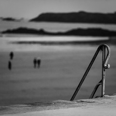 Accès direct dans le styx (PhlippeC.) Tags: sillon saintmalo monochrome blackwhite noirblanc bretagne square carré plage night beach rampe