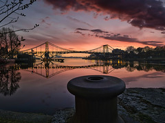 Kaiser-Wilhelm-Brücke in Wilhelmshaven (Jürgen von Riegen) Tags: brücke wilhelmshaven sonnenuntergang wasser spiegelung rot water reflection red orange sunset bridge fourthirds micro43 mirrorless lumix outdoors himmel sky wolken clouds outside fave panasonicg9 g9 panasonic landscape