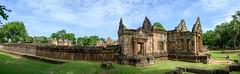 Prasat Muang Tam / Thaïlande album. (geolis06) Tags: prasatmuangtam nikon asia khmer bouddha asie thailande bouddhisme geolis06 nikonz6 statue temple buddha prayer religion monk buddhism pilgrim moine pélerin prière